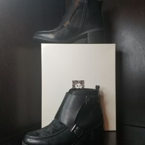 Anne Klein AK JEFFREY Black Ankle Boots With Fur